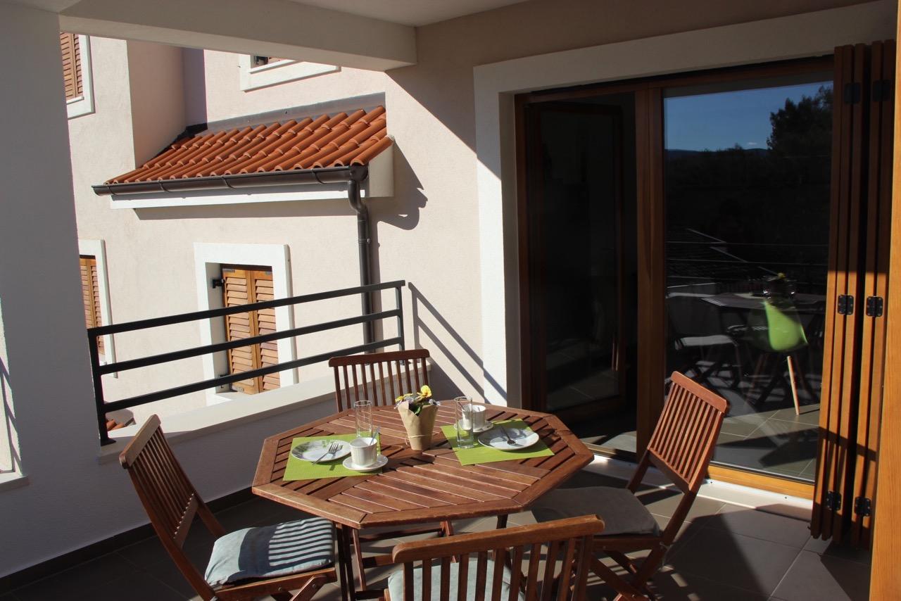 Apartment Vrboska terrace 2