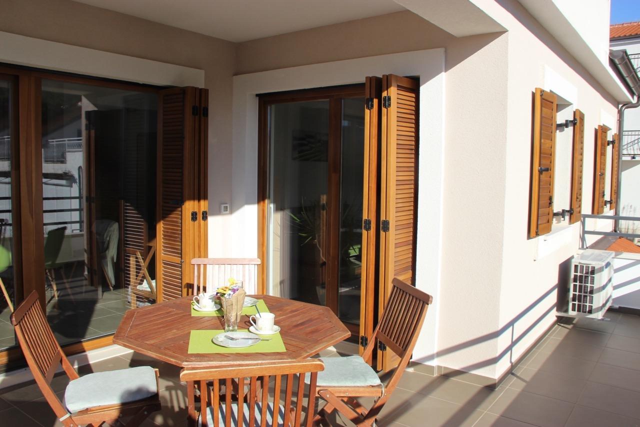 Apartment Vrboska terrace