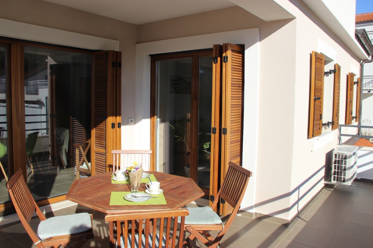 Appartement Vrboska terras
